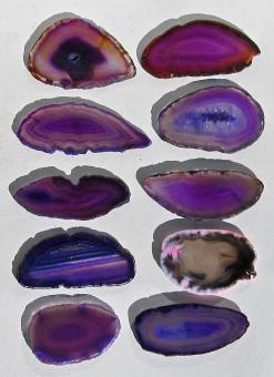 10 Achatscheiben, meist violett, 52 - 73 mm