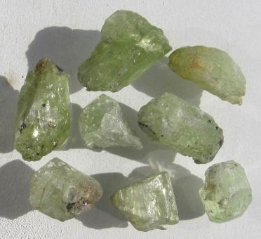 Diopsid aus Tansania, 50 Ct. Rohedelsteine