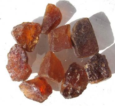 Hessonit Granat aus Madagaskar, 50 Ct. Rohedelsteine