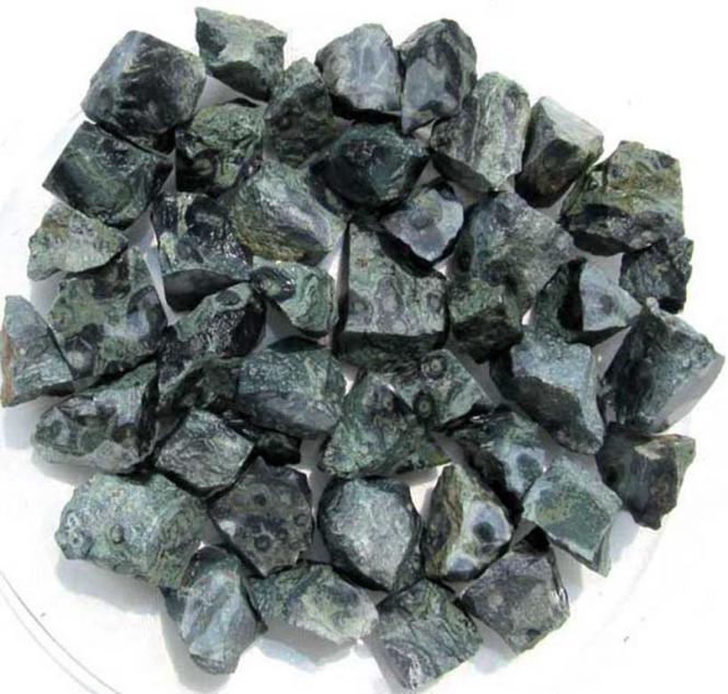 Eldarit, 300g. Rohsteine aus Madagaskar (1 kg = 24,00 EUR)