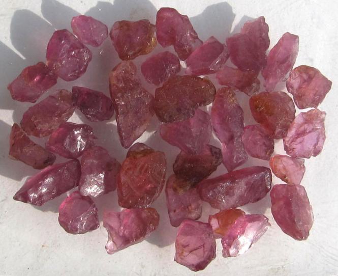 Rhodolith Granat, Rohedelsteine aus Sambia, 50 Ct.