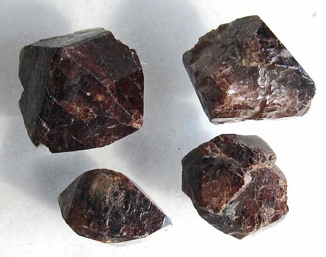 Zirkon, echte Rohedelsteine, 47,5 Ct., kein Zirkonia